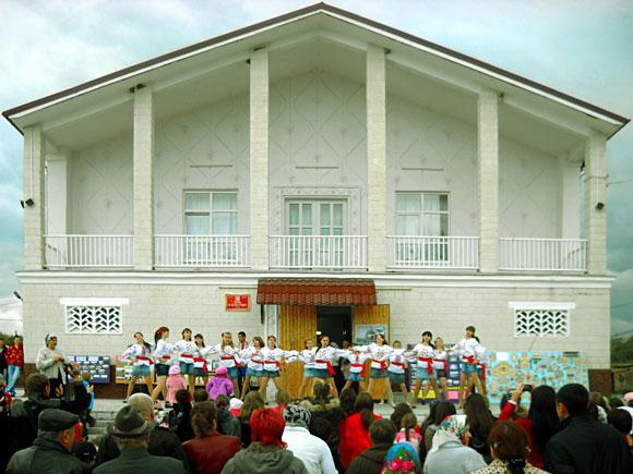 Hramul satului Varniţa